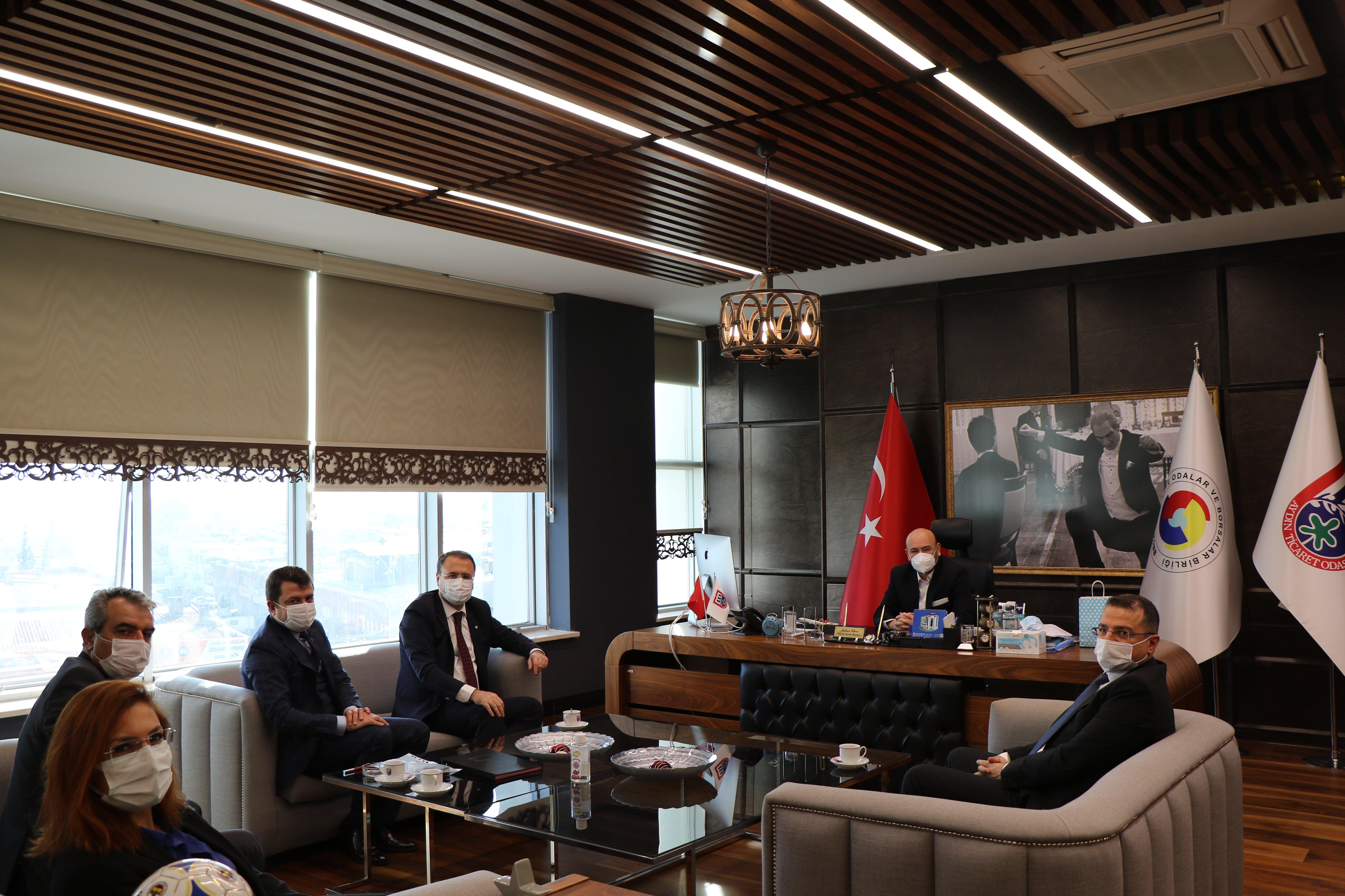 Halk Bankası Bölge Müdürü Akın DEMİRBAŞ ve Aydın Şube Müdürleri,  TOBB Yönetim Kurulu Üyesi ve Odamız Başkanı Hakan ÜLKEN' i makamında ziyaret etti.