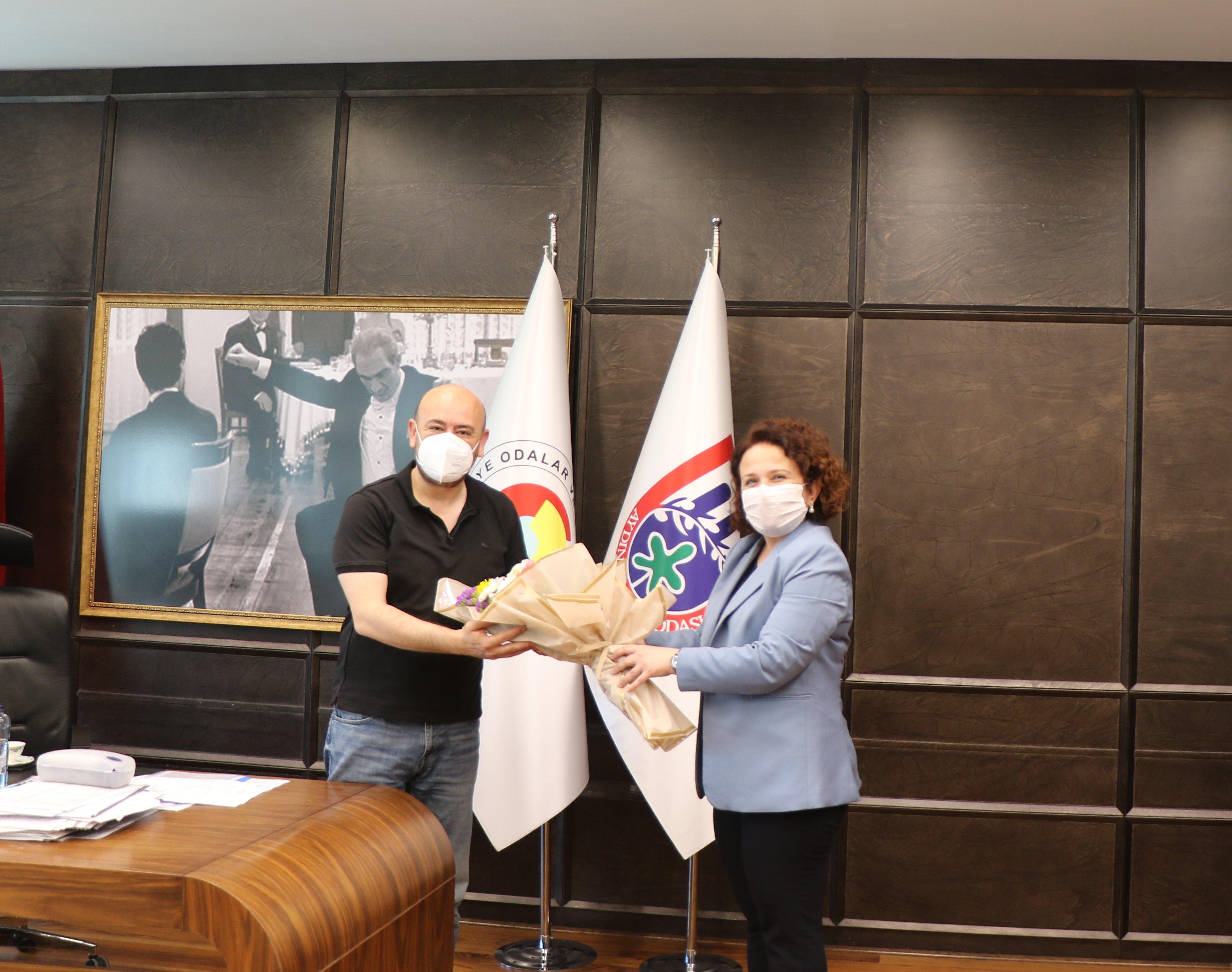 Aydın Sosyal Güvenlik Kurumu İl Müdürü Zeynep YILMAZ, Sosyal Güvenlik haftası kapsamında TOBB Yönetim Kurulu Üyesi ve Odamız Başkanı Hakan ÜLKEN' i makamında ziyaret etti.