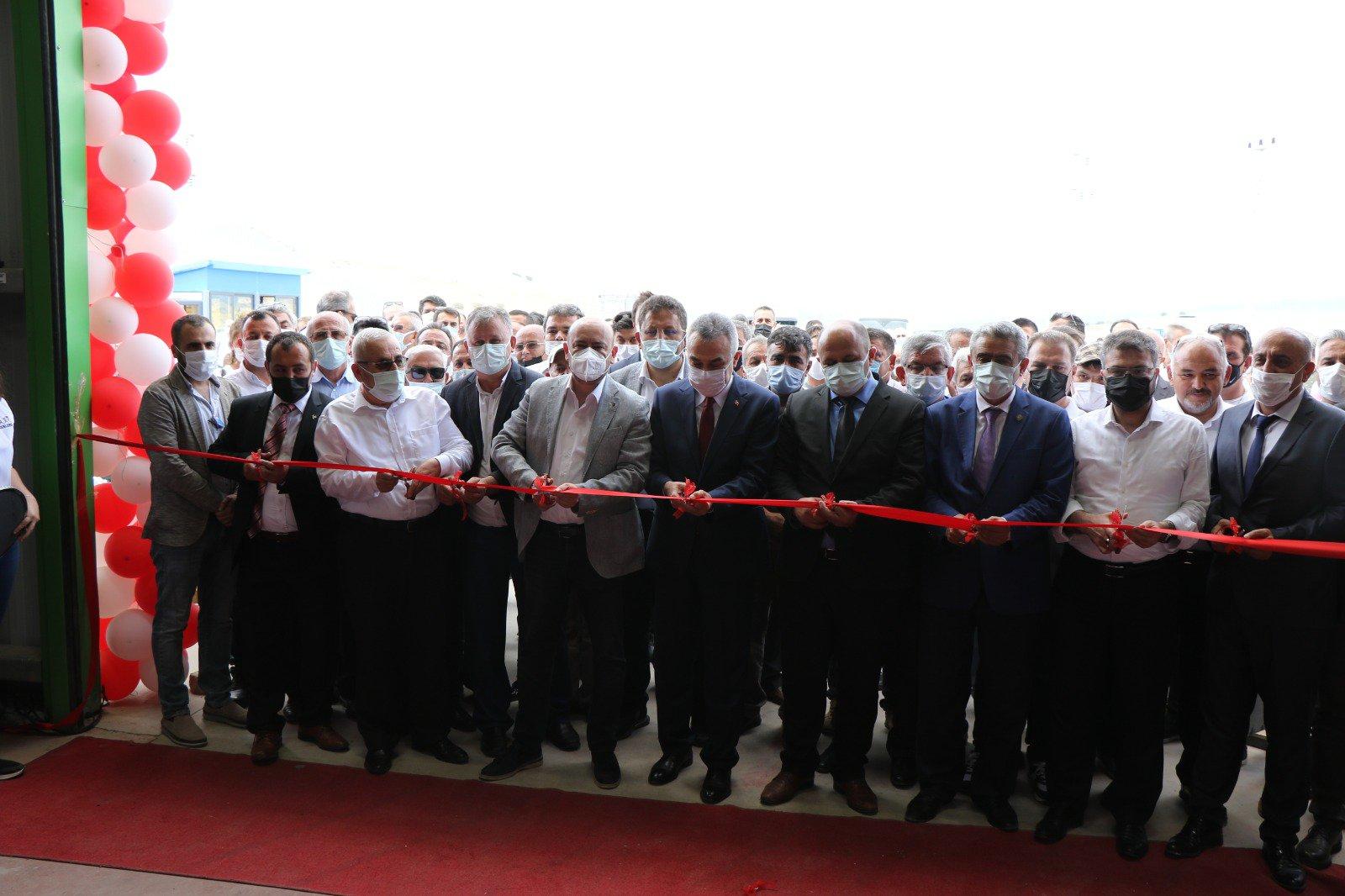 TOBB Yönetim Kurulu Üyesi ve Odamız Başkanı Hakan ÜLKEN, Odamız Yüksek İstişare Kurulu Üyesi Muhammet Demir'in Çine Organize Sanayi Bölgesinde bulunan Eysa Quartz Surfaces fabrika açılışına katıldı.