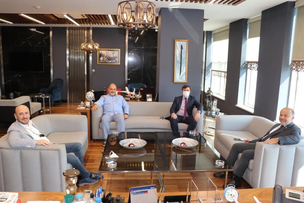 AK Parti Aydın Milletvekili Metin YAVUZ, TOBB Yönetim Kurulu Üyesi ve Odamız Başkanı Hakan ÜLKEN'i ve Odamız Yönetim Kurulu Başkan Yardımcısı Ergün EVRAN'ı makamlarında ziyaret etti.