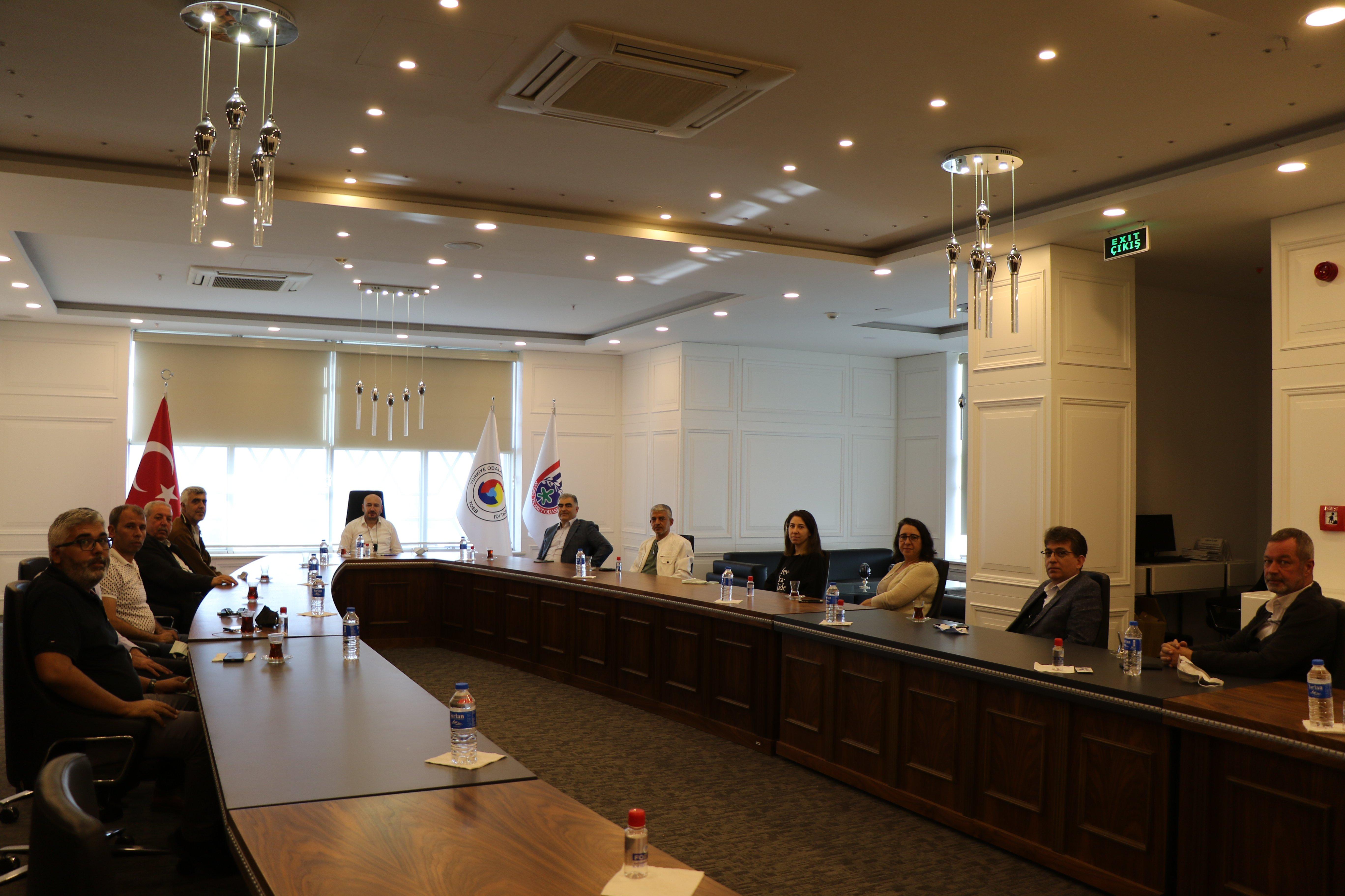 Memleket Partisi Efeler İlçe Yönetimi, TOBB Yönetim Kurulu Üyesi ve Odamız Başkanı Hakan ÜLKEN' i makamında ziyaret etti.