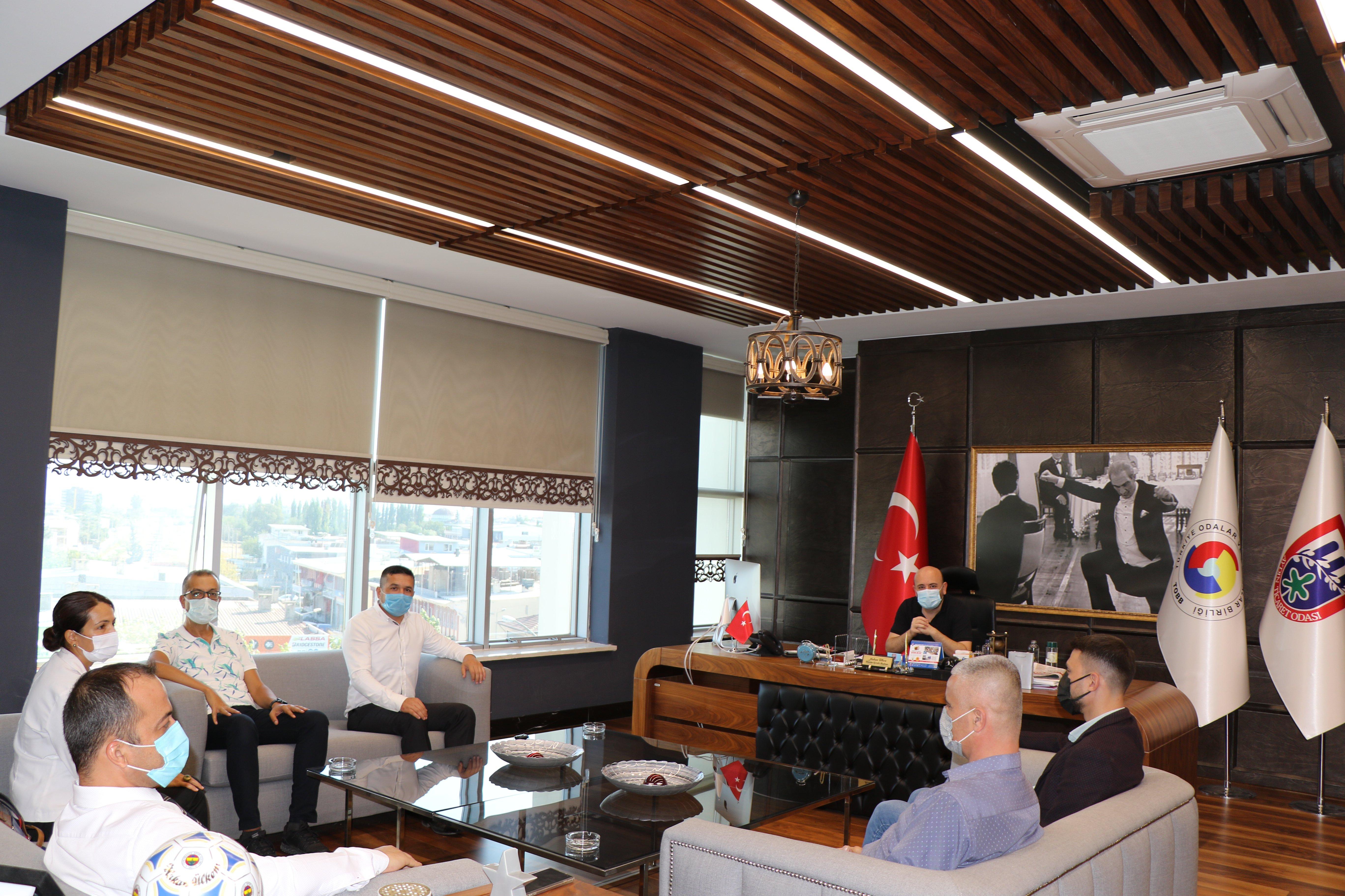 Eğitim- Bir-Sen Aydın Şubesi Başkanı Fatih TAŞPINAR ve Şube yetkilileri, TOBB Yönetim Kurulu Üyesi ve Odamız Başkanı Hakan ÜLKEN' i makamında ziyaret etti.