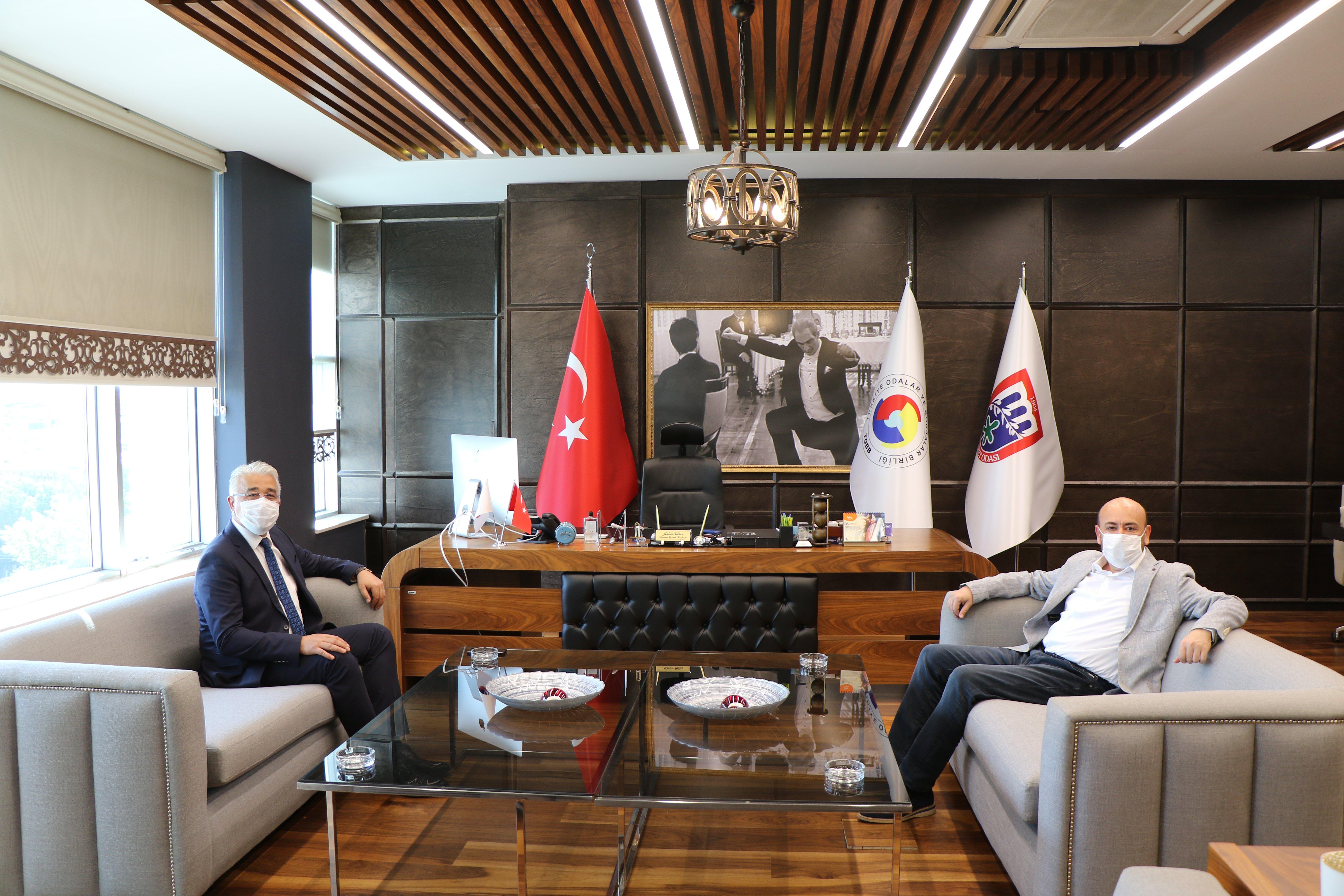 Aydın İl Emniyet Müdürümüz Sayın Mehmet Suat EKİCİ, TOBB Yönetim Kurulu Üyesi ve Odamız Başkanı Hakan ÜLKEN'e ziyarette bulundu.