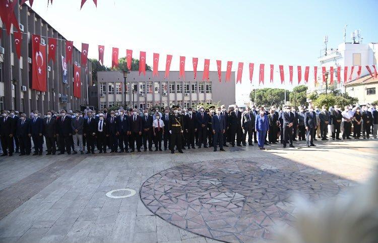 30 Ağustos Zafer Bayramı kapsamında Aydın Valiliği önünde düzenlenen tebrikat ve çelenk koyma törenine Odamız Meclis Başkanı Coşkun CERİT katılım sağladı.