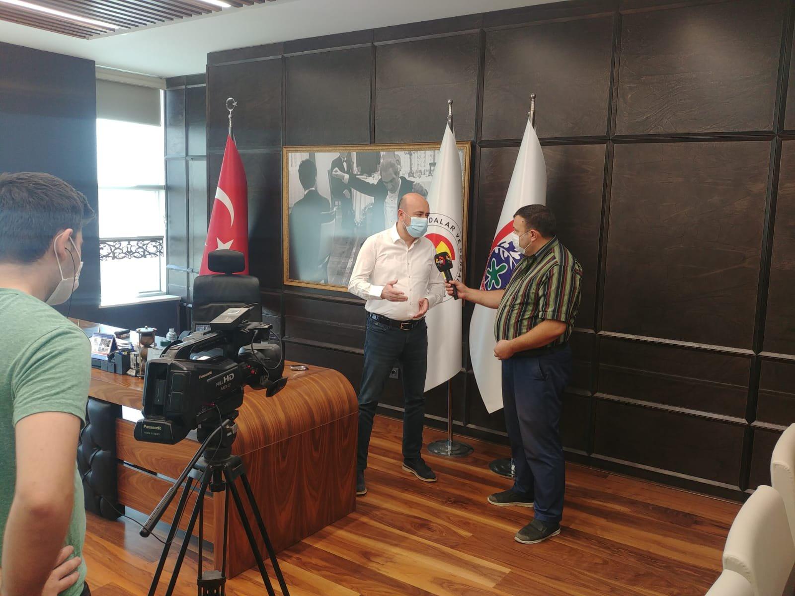 Ege TV Yönetimi, TOBB Yönetim Kurulu Üyesi ve Odamız Başkanı Hakan ÜLKEN' i makamında ziyaret ederek Aydın ekonomisi ve Odamız faaliyetleri hakkında röportaj gerçekleştirdi