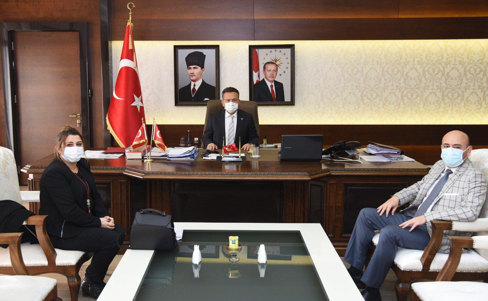 TOBB Yönetim Kurulu Üyesi ve Odamız Başkanı Hakan ÜLKEN, İlimiz Valisi Sayın Hüseyin AKSOY'u makamında ziyaret etti
