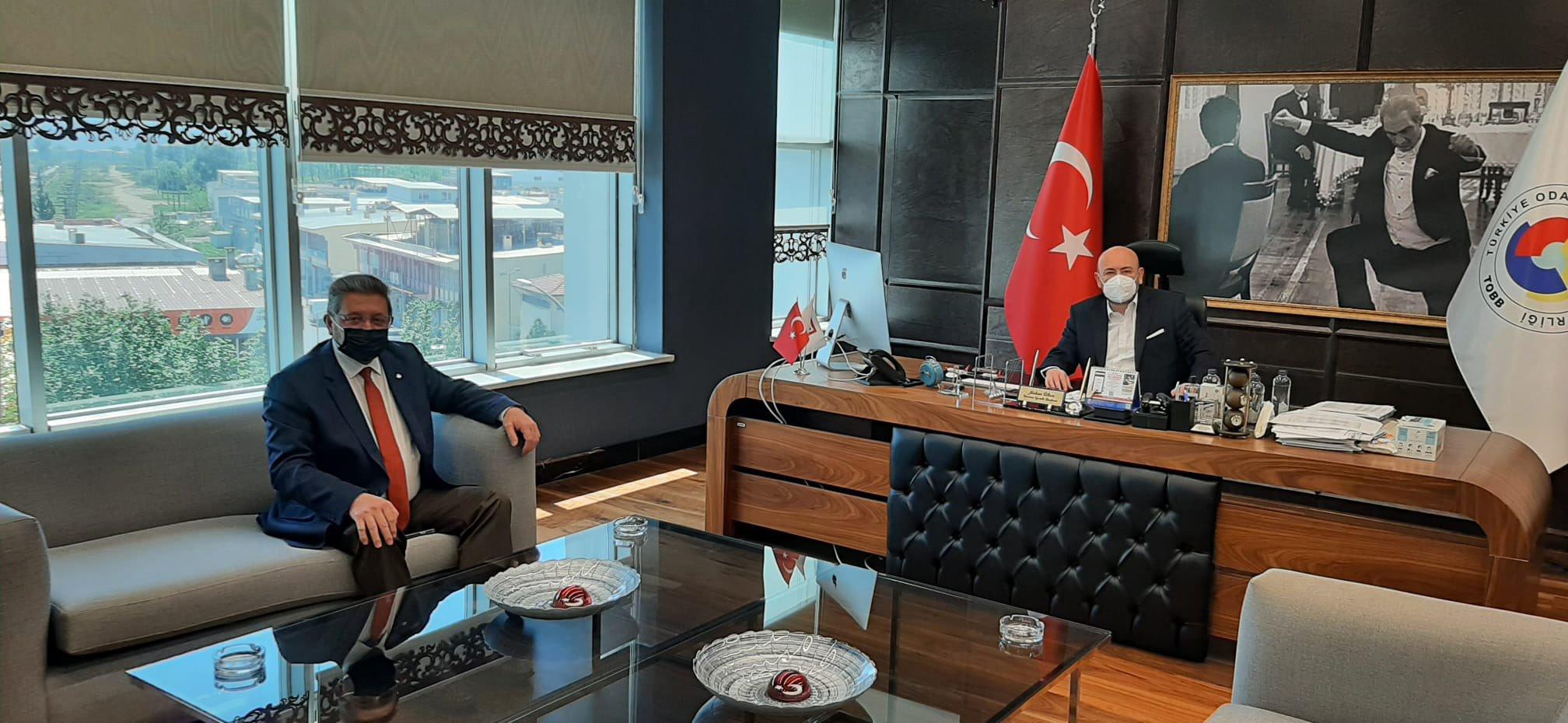Nazilli Ticaret Odası Başkanı Sn Nuri ARSLAN, TOBB Yönetim Kurulu Üyesi ve Odamız Başkanı Hakan ÜLKEN' i makamında ziyaret etti.