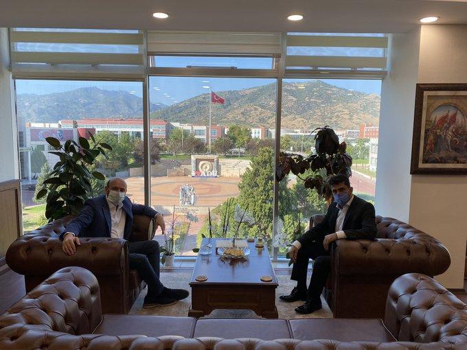 Odamız Başkanı Hakan Ülken, pandemiden direk etkilenen sektörlerin talepleri ile ilgili Sayın Valimiz Hüseyin Aksoy ve Adnan Menderes Üniversitesi Rektörümüz Sayın Osman Selçuk Aldemir'i ziyaret etti.