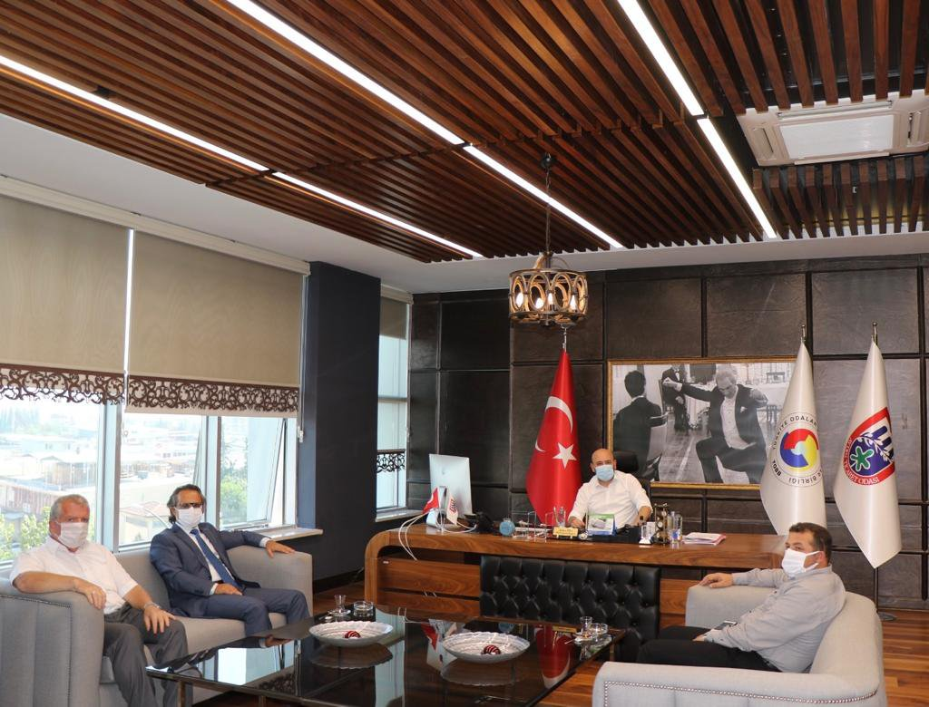 Aydın Vergi Dairesi Başkanı Serdar ŞAHİN, TOBB Yönetim Kurulu Üyesi ve Odamız Başkanı Hakan ÜLKEN' i makamında ziyaret etti.
