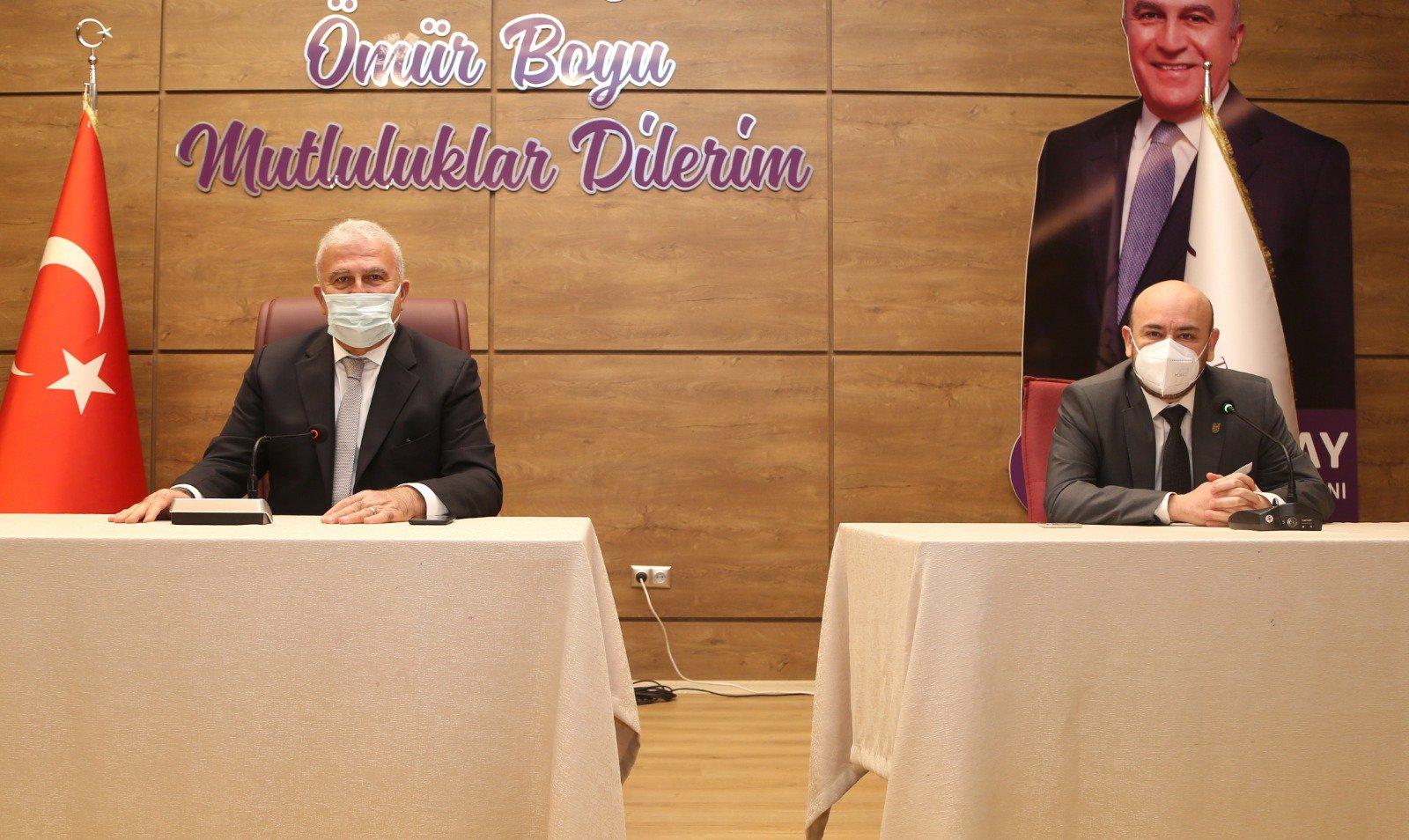 TOBB Yönetim Kurulu Üyesi ve Odamız Başkanı Hakan ÜLKEN ve Efeler Belediye Başkanı M. Fatih ATAY  ilimizdeki otel ve konaklama işletmeleri ile istişare toplantısı gerçekleştirdiler