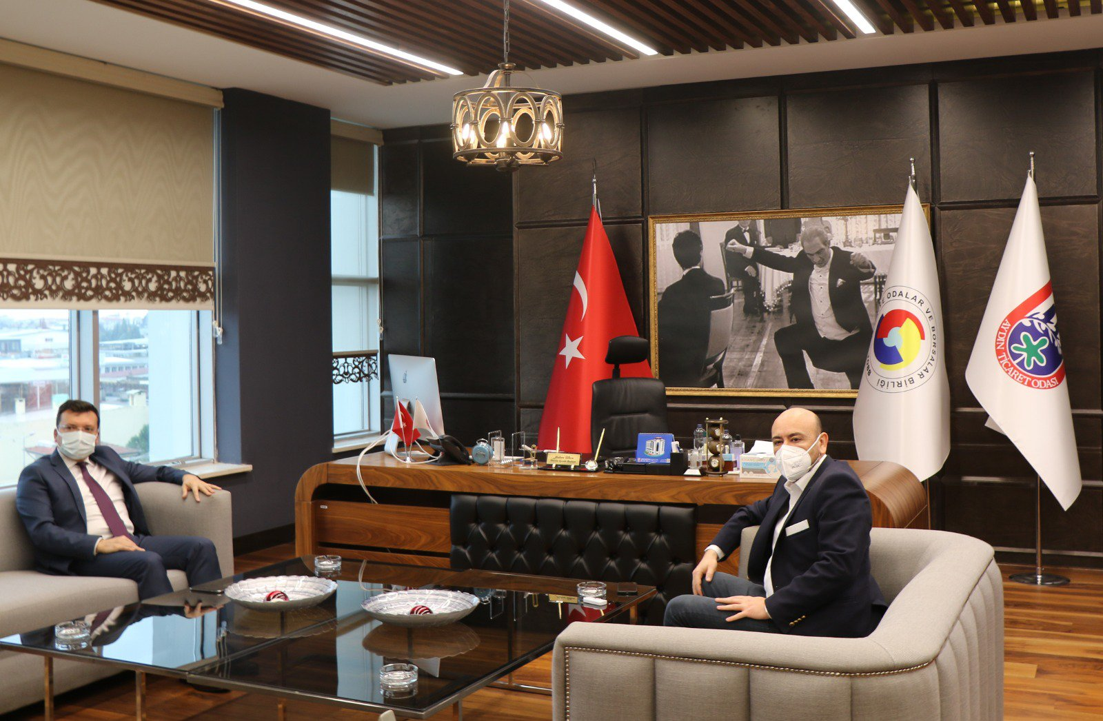 Efeler İlçesi Kaymakamı Cemal ŞAHİN, Tobb Yönetim Kurulu Üyesi ve AYTO Başkanı Hakan ÜLKEN'i makamında ziyaret etti