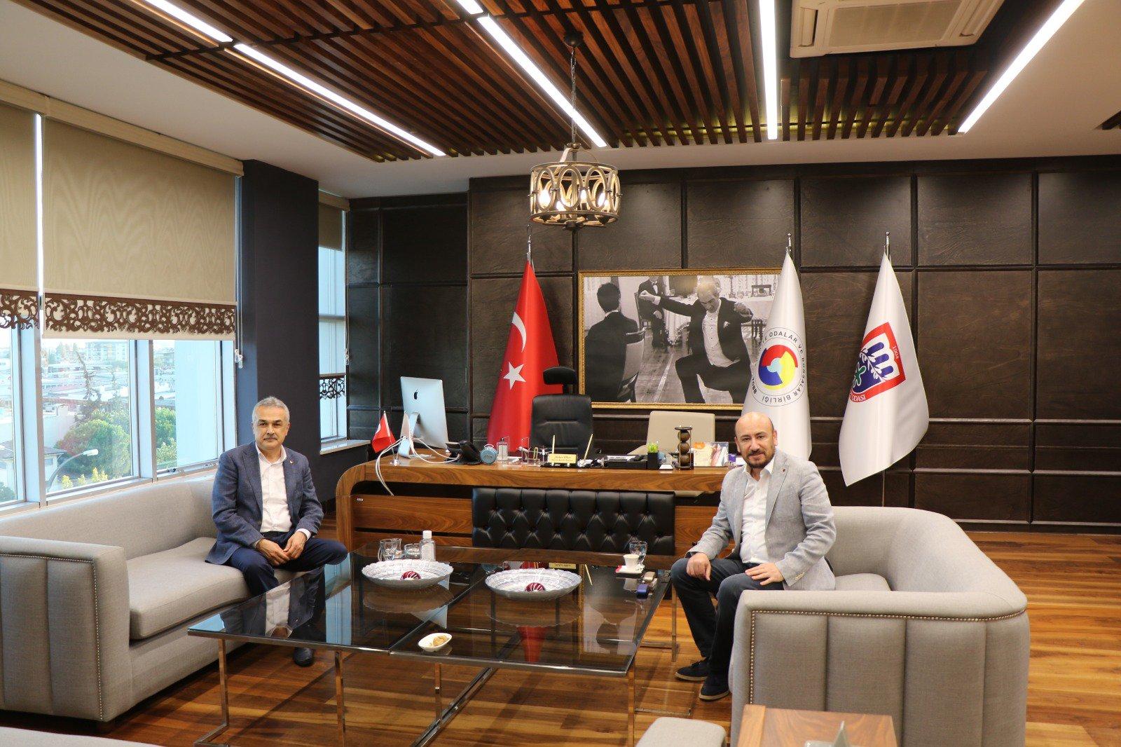 AK Parti Aydın Milletvekili Sayın Mustafa SAVAŞ, TOBB Yönetim Kurulu Üyesi ve Aydın Ticaret Odası Başkanı Hakan ÜLKEN'i makamında ziyaret etti.
