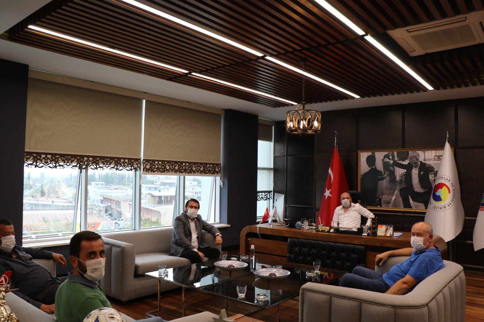 Aymas Galericiler Sitesi Başkanı Sayın Mustafa AKYOL ve  Yönetim Kurulu Üyeleri, TOBB Yönetim Kurulu Üyesi ve Odamız Başkanı Hakan ÜLKEN'i makamında ziyaret etti