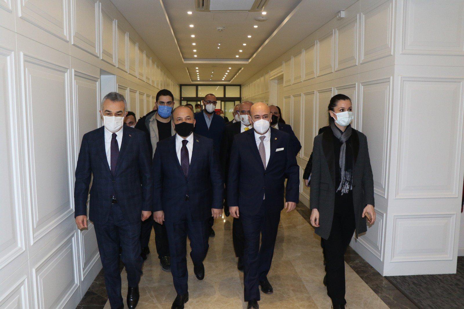 AK Parti Genel Başkan Yardımcısı Çiğdem KARAASLAN, AK Parti Aydın Milletvekilleri Mustafa SAVAŞ ve Metin YAVUZ Aydın Ticaret Odası'na ziyarette bulundu.