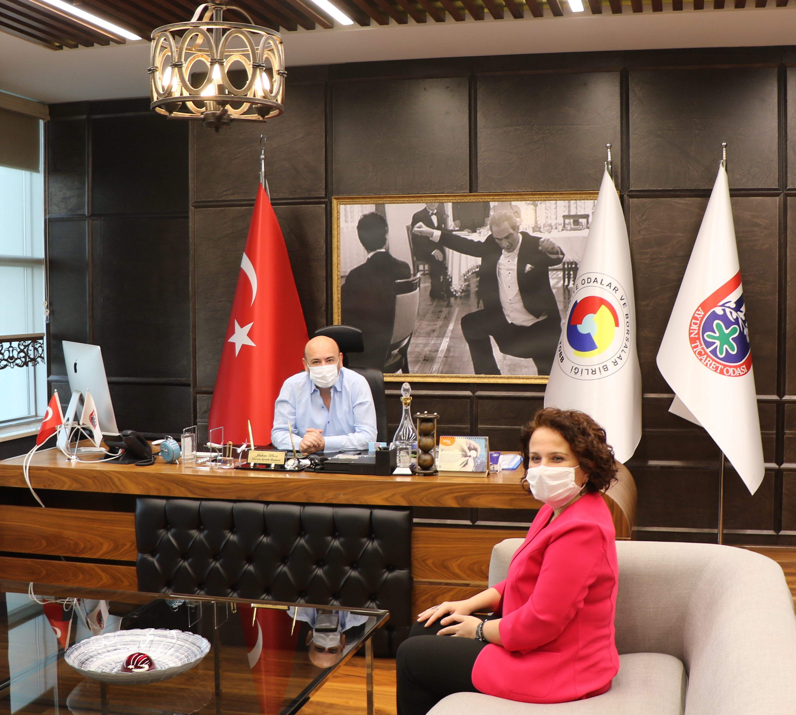 Aydın SGK İl Müdürü Zeynep YILMAZ, TOBB Yönetim Kurulu Üyesi ve Odamız Başkanı Hakan ÜLKEN'i makamında ziyaret etti.