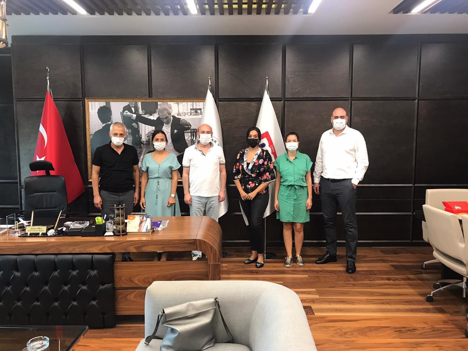 Yeni İz Derneği Başkan ve Yöneticilerinden, TOBB Yönetim Kurulu Üyesi ve Odamız Başkanı Hakan ÜLKEN'e ziyaret