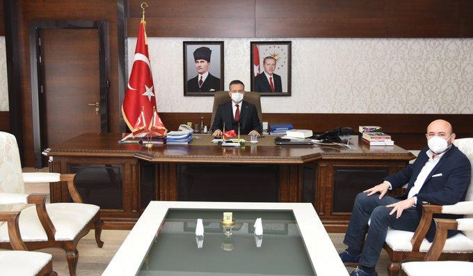 TOBB Yönetim Kurulu Üyesi ve Odamız Başkanı Hakan ÜLKEN, Aydın Valimiz Sayın Hüseyin AKSOY'u makamında ziyaret etti.